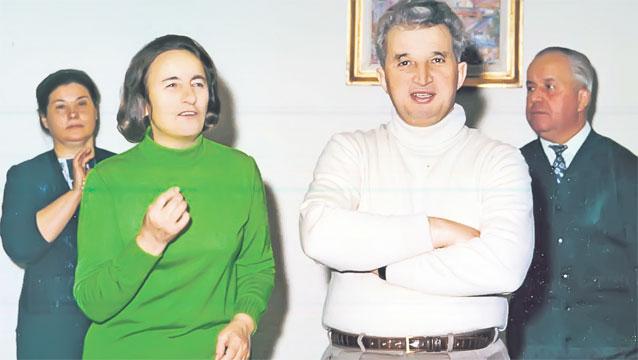 În spatele cuplului Ceauşescu, mereu slugarnic, cuplul Bobu